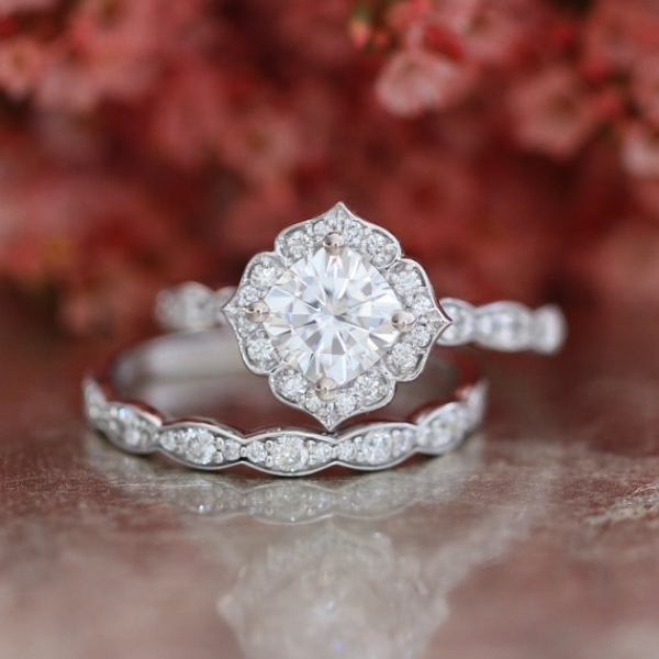 Engagement Ring with Scalloped Diamonds