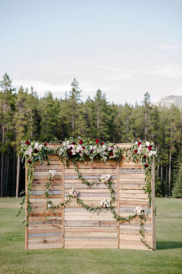 Wedding Ceremony Backdrops With Wooden Pallets The Bohemian