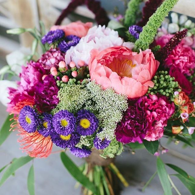 These beautiful flowers are featured on our blog with 14 other wedding bouquet styles! We're loving bright and cheerful colors right now! 😊Link in profile. Tell us which one you love? Inspiration via @gypsyandbloom . . . #bohowedding #beautiful #wedding #flowers #weddinginspiration #weddingflowers #weddingbouquet #weddingideas #follow #thebohemianwedding