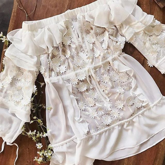 This darling Carolina dress has both 3-D floral embroidery and ruffles! It's from @forloveandlemons 2017 Bridal Capusle that we absolutely adore! Every dress is featured on our blog now! Link in profile. Tell us which dress do you love? . . . #bohobride #bohowedding #wedding #weddingdress #bridalgown #bride #summerwedding #pretty #floral #ruffles #weddinginspo #weddingstyle #weddingblog #follow #thebohemianwedding