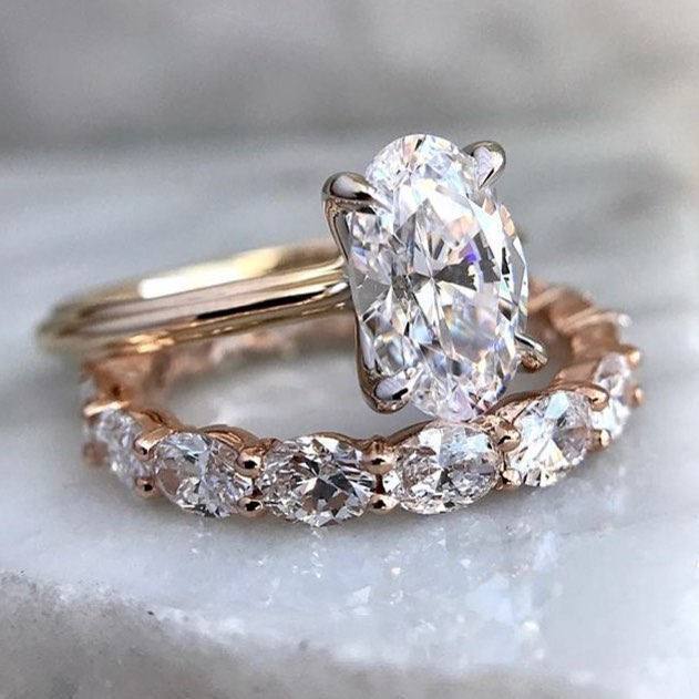 These amazing sparkling solitaire engagement rings come in all different styles and are featured on our blog! Each one shines bright! Link in profile. Which one do you love? 😍 Inspiration via @honeyjewelryco . . .  #bohowedding #wedding #weddingrings #engaged #engagementring #ring #sparkle #weddinginspiration