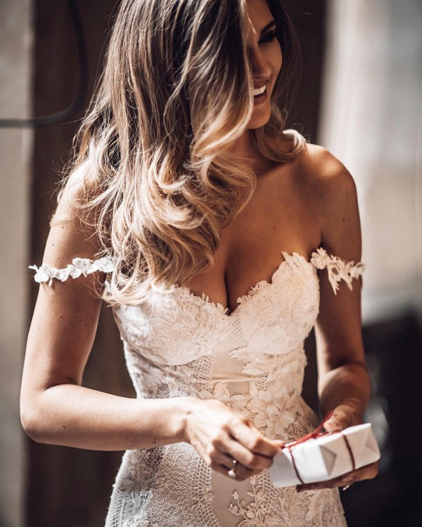 Wedding Dress Off the Shoulders in Lace