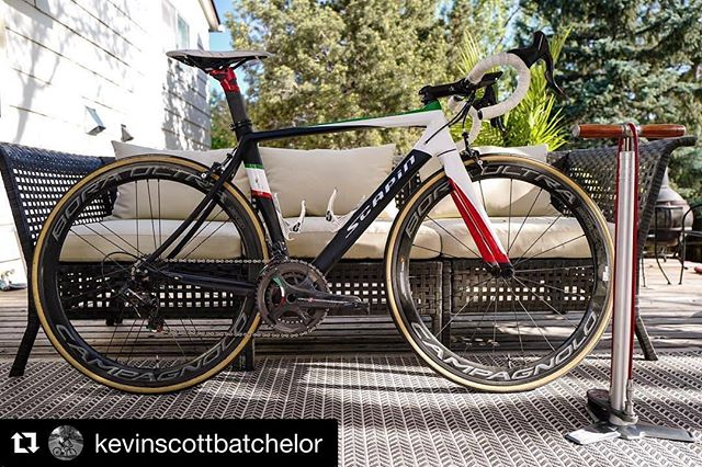 Our Scapin Ivor Italia edition ready to work. 🙌 If @bikes_from_the_bunch reposts, you know you've made it.  #Repost @kevinscottbatchelor ・・・ I've still got Giro on the brain so I'm prepping this Italian machine for today's ride. #speedmachine #scapinivor #handmadeinitaly