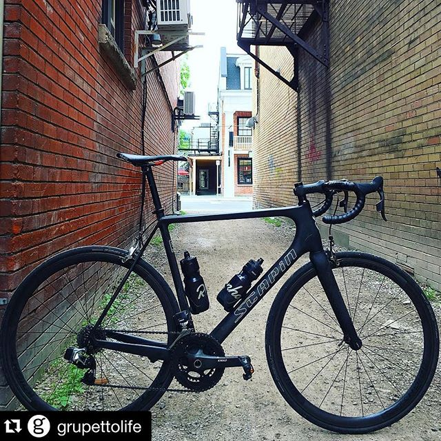 #Repost @grupettolife with showing off one of the 20 Scapin LTD SL's in the world. News flash: we have 5 more framesets left...so don't sleep!!! ・・・ Our good friend @m_strasser made a solo trip in. What do you think of his @scapinusa with #sramwifli and @knightcomposites ?? //// //// //// //// #thecyclistscoffee #bikesandcoffee #grupetto #grupettolife #grupettocoffee #grupettocycling @silberprocycling #cyclingpics #cyclingcoffee #coffeebeans #espresso #espressobean @riseracing #columbustubing #cyclingfashion #cyclingapparel #fundas #dundasont #tourdefrance #steelisreal #supportlocal #buylocal #hamont #grupettobikes #grupettosi #gravelbike  #giroditalia #grandtours