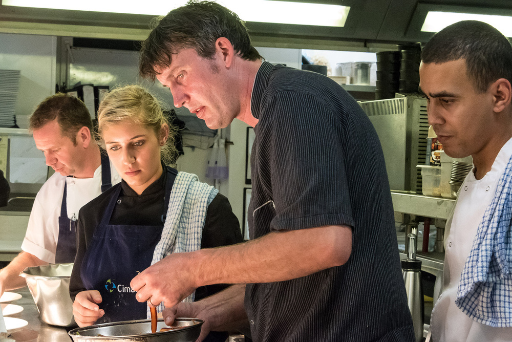 Bas Oonk in de keuken.jpg