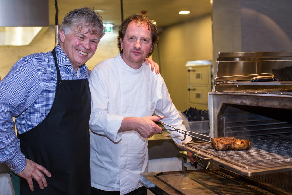 Marcel de Kroes & Marcel van der Kleijn achter de Josper Grill