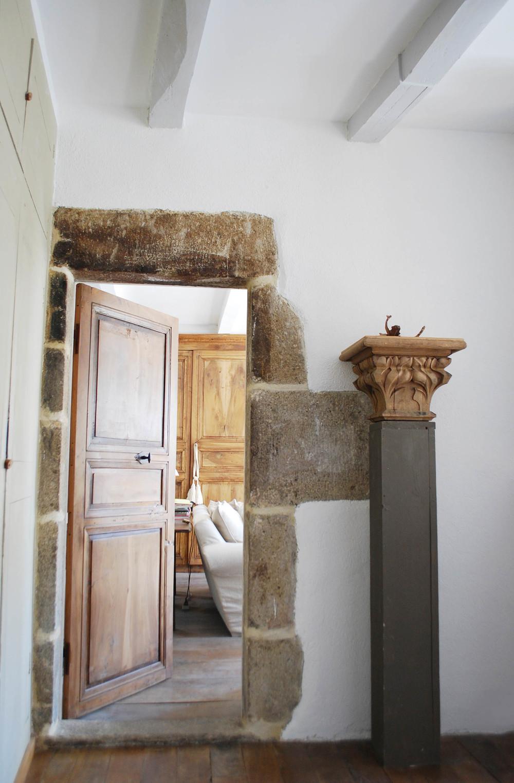 maison craux_manoir_interior_living.jpg