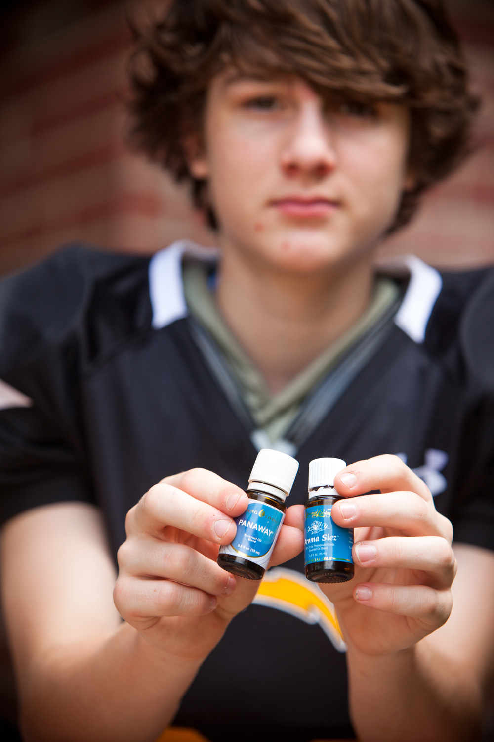 Brendan tackles sore muscles and smelly football gear with his favorite oils: Aroma Siez, Pan Away and Purification.