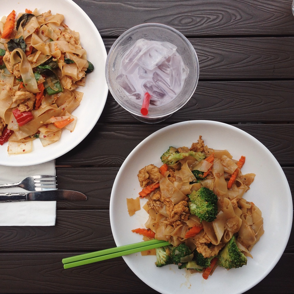 Pad See Ew with Mock Chicken | @diningwithdevyn