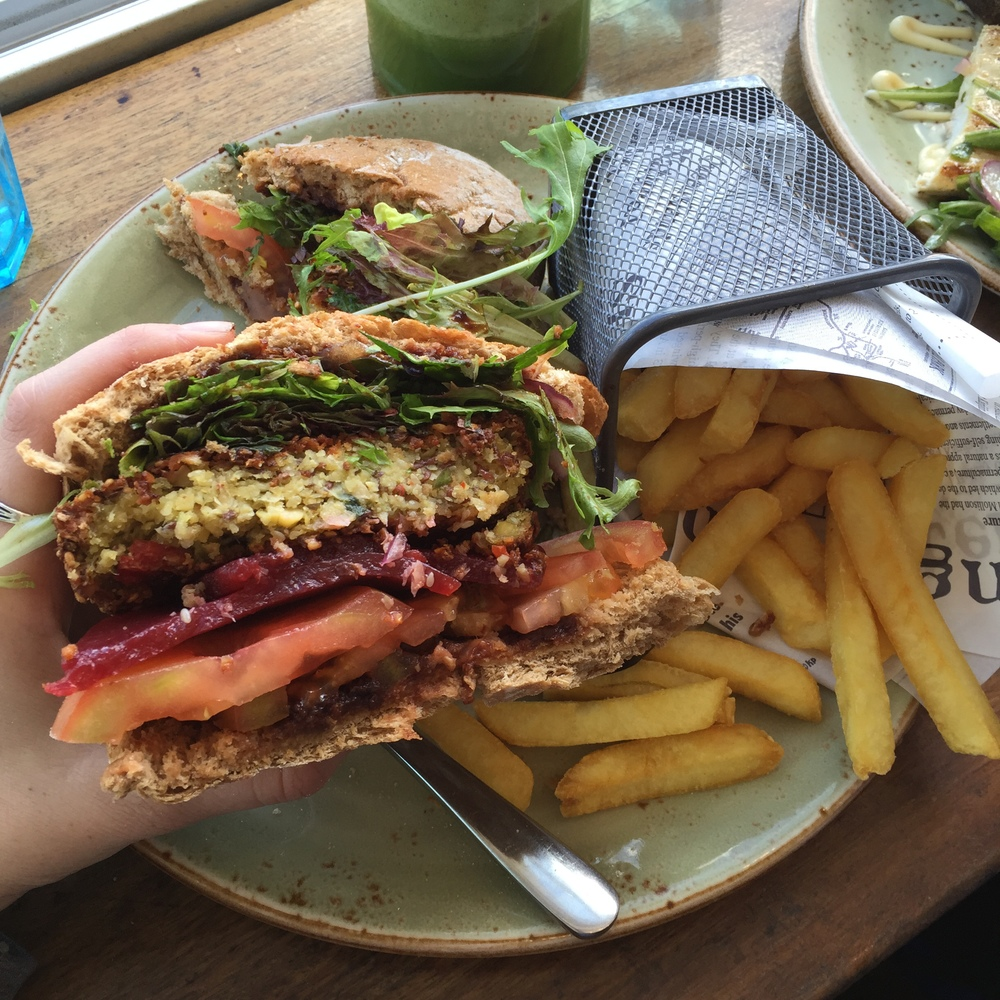 Veggie Burger |  @diningiwthdevyn
