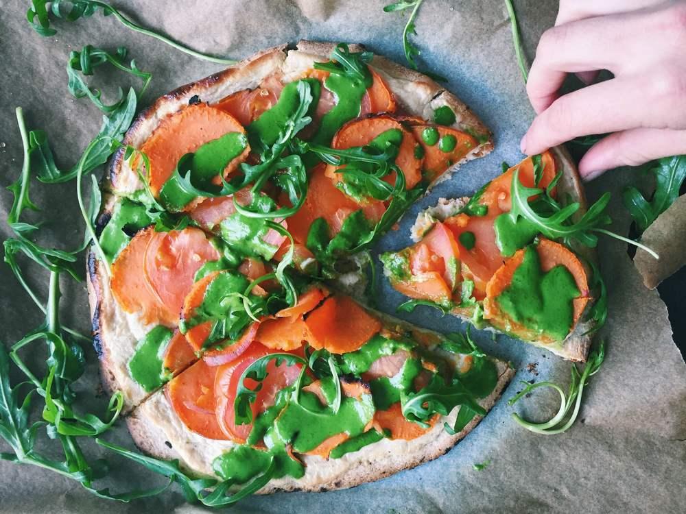 Sweet Potato Pizza with Creamy Roasted Garlic Cashew Sauce | @diningwithdevyn