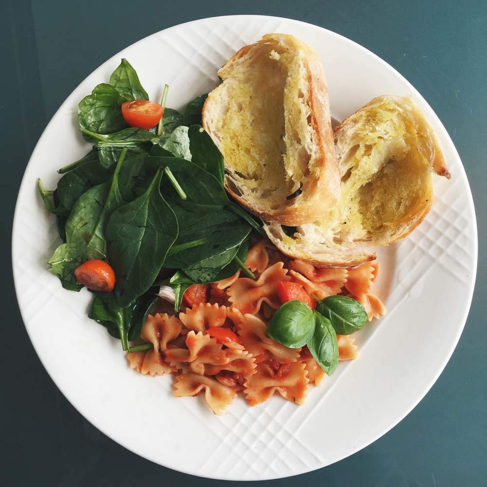 Basic & Easy Tomato Sauce | @diningwithdevyn
