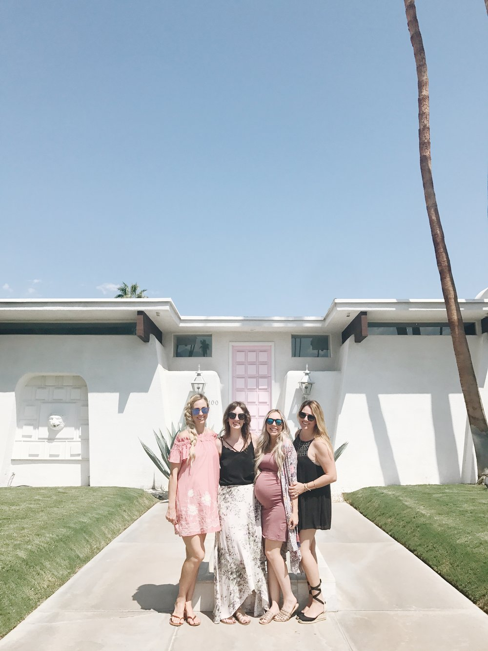 Oh hey cuties! Paige  @thelovedesignedlife  Courtney  @courtneynicoleramsey  + Britt  @britthavens
