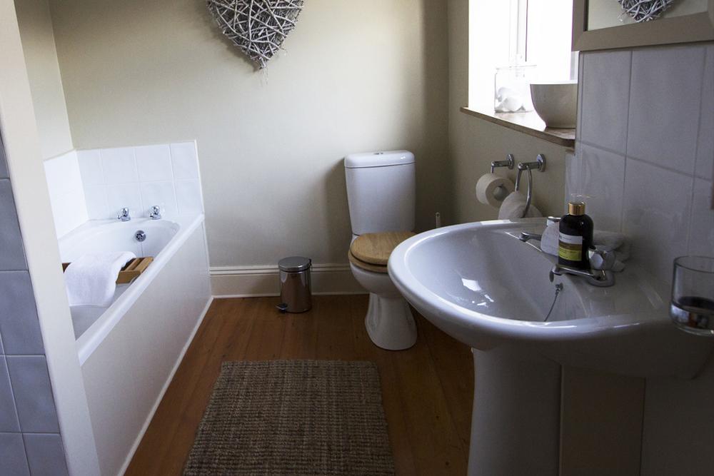 bathroom_2_small.jpg