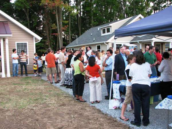 2007-08-28 House Blessing Crowd 2.jpg