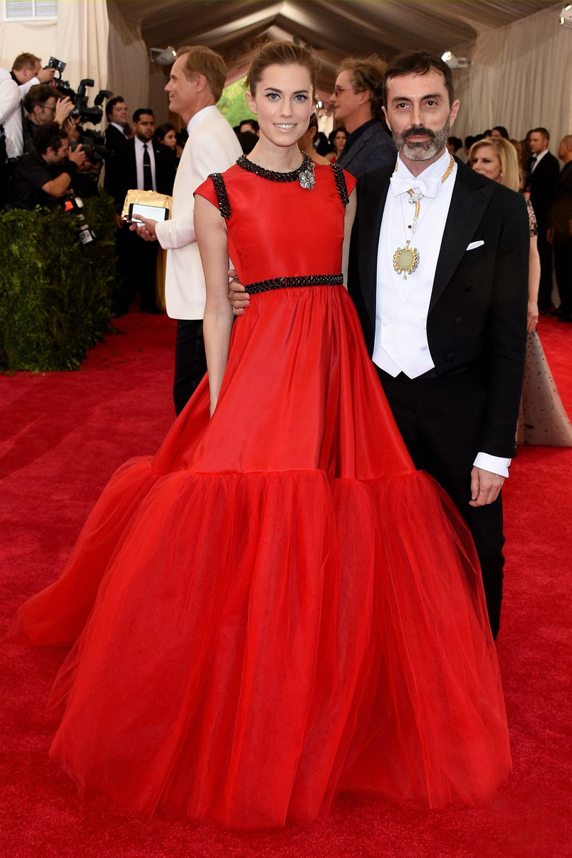 Allison Williams with Giambattista Valli & wearing Haute Couture 8 at the Met Gala 2015