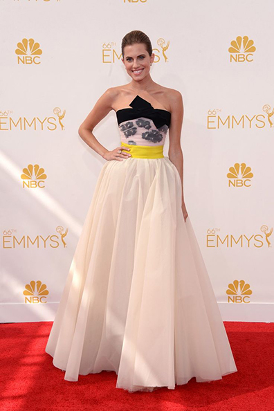Allison Williams wearing Giambattista Valli at the 2014 Emmy Awards
