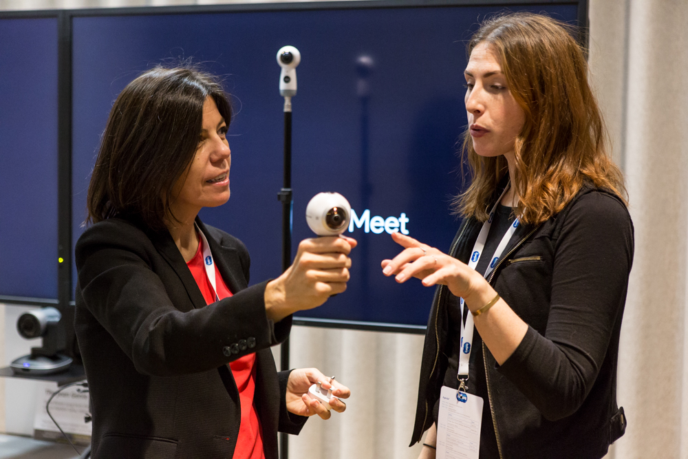 Showing off Samsung Gear 360—the cheapest 360 camera used by news agencies around the world (including the New York Times)—to  Leonor Suárez , news editor at RTPA (at left).  Photo courtesy of Laura Garcia,    www.lauragrb.com