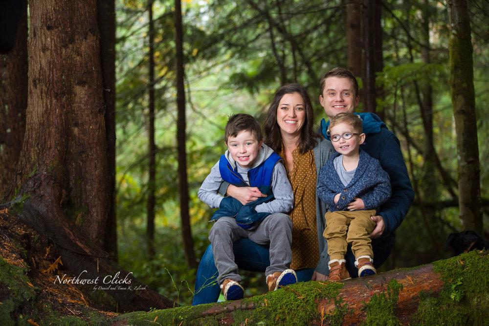 A unique Pacific Northwest family session in Preston, Washington
