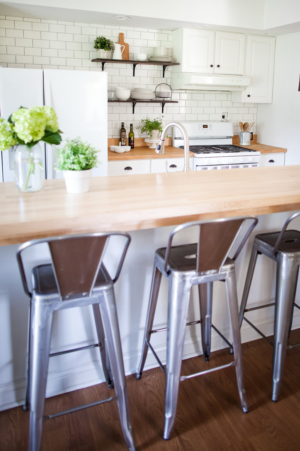 Modern Farmhouse Kitchen- Laura Design Co.