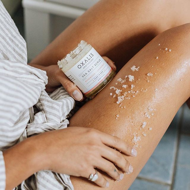 Perhaps today's the day you enjoy some much needed YOU time! Add our Sea Salt Scrub to your Sunday bath for naturally detoxing benefits and soak up the organic oils for glowing, healthy skin. 🛀 . . .  #oxalisapothecary #planttobody #naturalbeauty #naturalskincare #cleanbeauty #greenbeauty #plantbasedskincare #nontoxicskincare #organicskincare #skincareobsessed #indiebeauty #selfcareroutine #skincareroutine #skincareisselfcare #minimalistskincare #detoxbath #bathtime