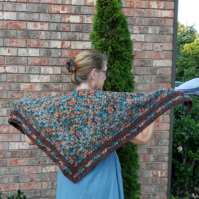 Frasier's Ridge - This design is by Kim Simpson for the Fall 2018 Outlander KAL/CAL. This pattern is now available.RequirementsAran weightMC - Color A – 7 oz /200g and 392 yds Color B – 1.75 oz/50g and 98 yds**Please pay attention to the length of your selected yarn as different bases vary in length**As Shown:Jamie Fraser and Hot Chocolate on Pure AranFor custom colors/bases click HERE