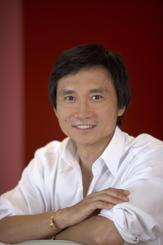 http://balletnews.co.uk/wp-content/uploads/2012/02/Li-Cunxin-Photographer-Robert-Bontscheck-3.jpg