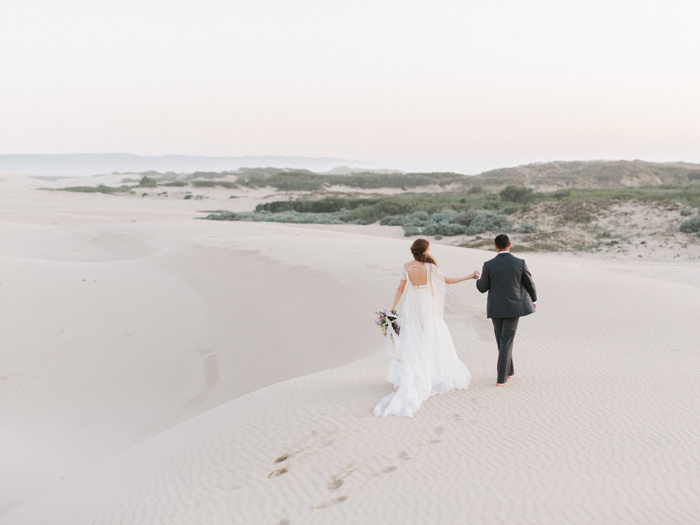 Like I said, pretties at the end of tunnel, like this Sand Dunes Styled Shoot by Tenth and Grace ;)