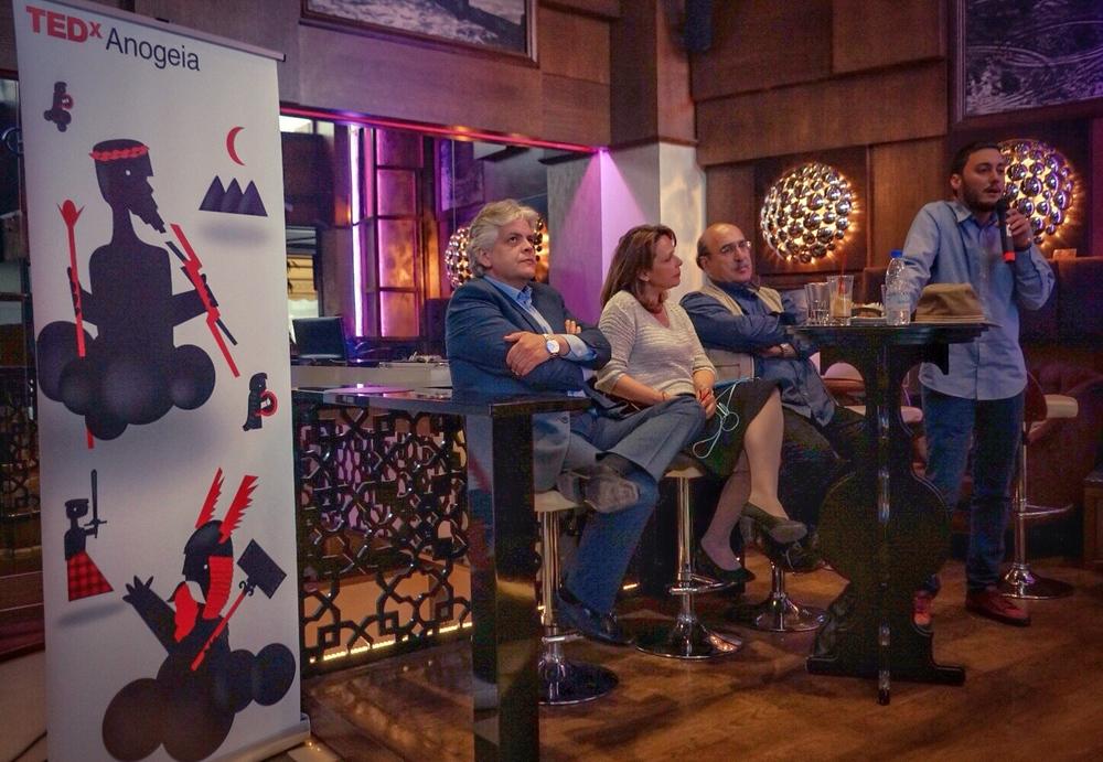 Στράτος Μπερέτης, Πέπη Μπιρλιράκη, Γιάννης Παπαδάκης και Κώστα Ουρανός από την ομάδα του ΤΕDxAnogeia
