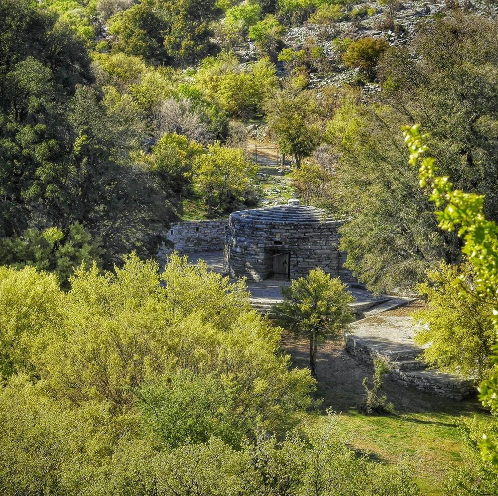 Ο Άγιος Υάκινθος από την κορυφή του λόφου