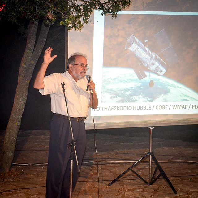 ΟΘοδωρής Τομαράς, καθηγητής θεωρητικής φυσικής, μίλησε για τη «Θεωρεία των Πάντων» τονίζοντας πως επηρεάζει τις ζωές μας και γιατί μας ενδιαφέρει να ξέρουμε από που ερχόμαστε και που πηγαίνουμε. Σύμφωνα με τον κ. Τομαρά,όταν κοιτάμε τον Ουρανό δια γυμνού οφθαλμού, βλέπουμε το 0.05% της έκτασης του σύμπαντος.Όσο περισσότερο μελετάμε τοΣύμπαν, τόσο το μικρότερο κομμάτι του ανακαλύπτουμε ότι γνωρίζουμε. #TEDxAnogeia #tedx#speakers #LightYourWayUp #Agios_Yakinthos #Psiloritis #Anogeia #Crete #Greece