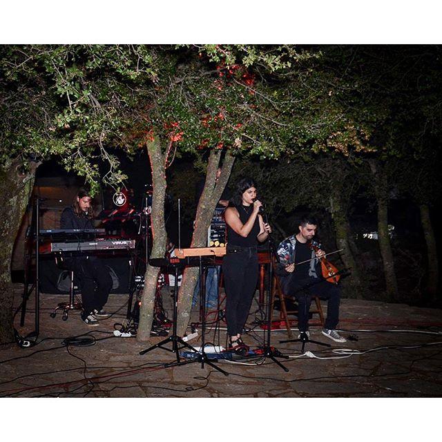 "H Ρένα Ρασούλη και οι ""No Explanation"" μας μάγεψαν με τις μουσικές τους... Μοναδικό πάντρεμα παραδοσιακών και σύγχρονων ήχων! #tedxanogeia #tedx#music #Anogeia #agiosyakinthos #Psiloritis #Crete #Greece"