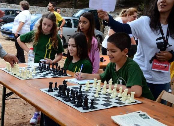 Οι μικροί σκακιστές υποδέχονται τον κόσμο με «μια κίνηση ματ».