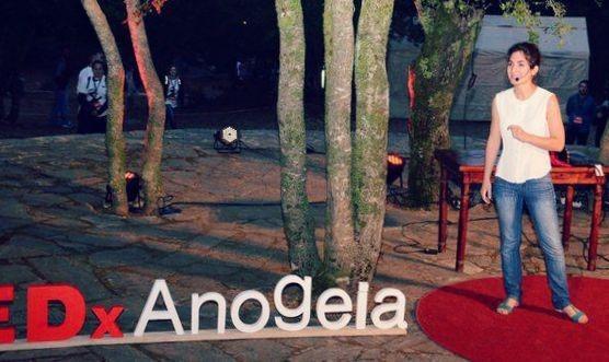 Η Μυρτώ Βλαζάκη ανοίγει το TEDxAnogeia μιλώντας για τον πνευματικό ελιτισμό.