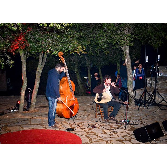 O Ψαρογιώργης και Γιάννης Αποστολάκης σε μια ξεχωριστή παράσταση με μουσικές, κάθε άλλο παρά αναμενόμενες! #tedxanogeia #tedx#music #Anogeia #Psiloritis #agiosyakinthos #Crete #greece