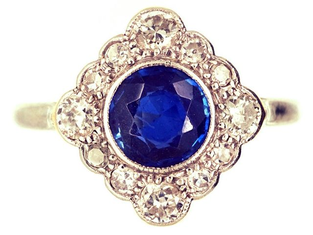 Spot of the Day: Edwardian Sapphire & Diamond Diamond Shaped Cluster Ring. As Olly @antiquejewellerycompany says herself 'A really stunning Edwardian ring set with a lovely natural Royal blue sapphire and bright white diamonds in a very pretty setting. The top is platinum and the shank is 18ct gold. It was made circa 1910 and would be ideal as a very special engagement ring.' Lovely find!😍 #Diamonds #antique #engagement #rings #AgentE #AtYourService #London