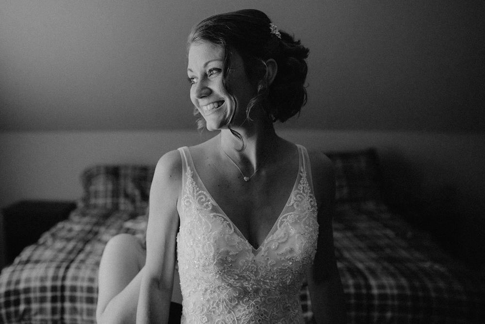 vermont-wedding-photographer-bride-getting-ready-4.jpg