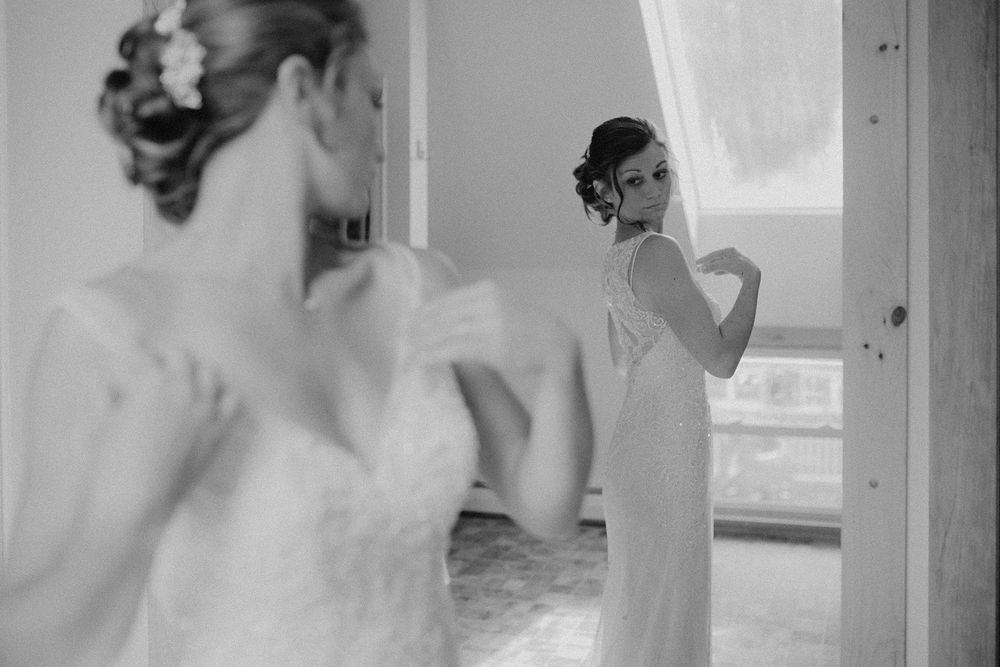vermont-wedding-photographer-bride-getting-ready-5.jpg