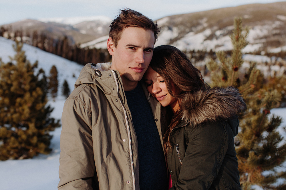 lake-dillon-colorado-couple-maternity-photos-7.jpg