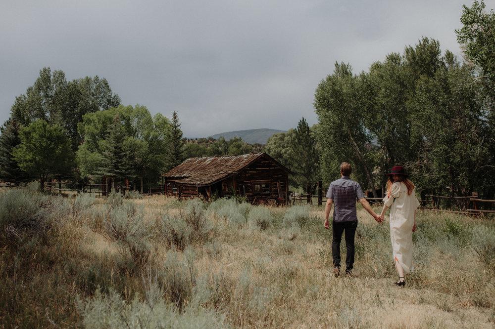008-jones-max-colorado-ranch-engagement-photos.jpg