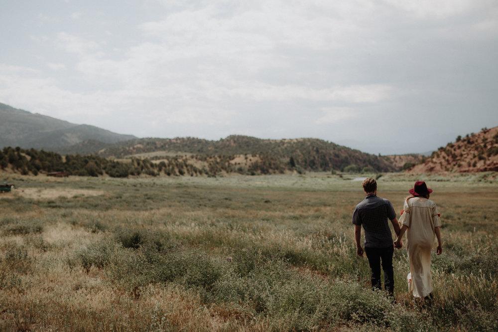 027-jones-max-colorado-ranch-engagement-photos.jpg