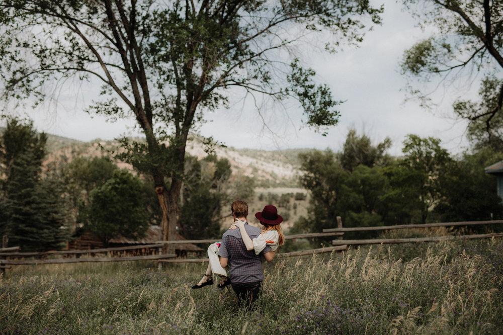 031-jones-max-colorado-ranch-engagement-photos.jpg