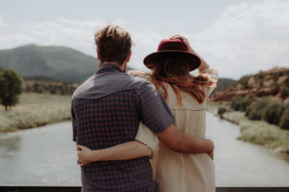 039-jones-max-colorado-ranch-engagement-photos.jpg