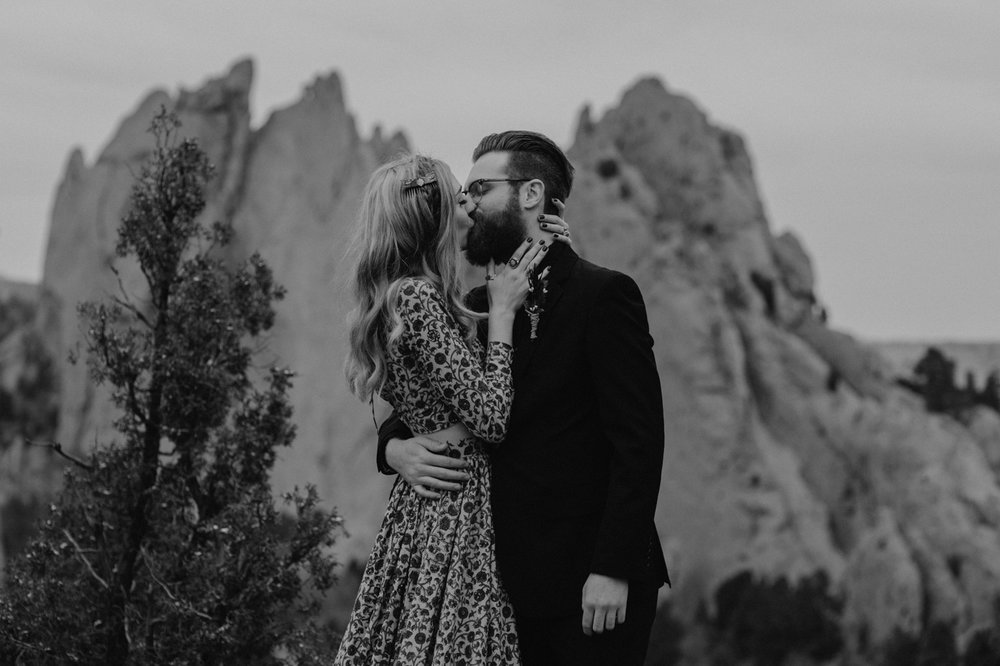 garden-of-the-gods-winter-wedding-jones-max-28.jpg