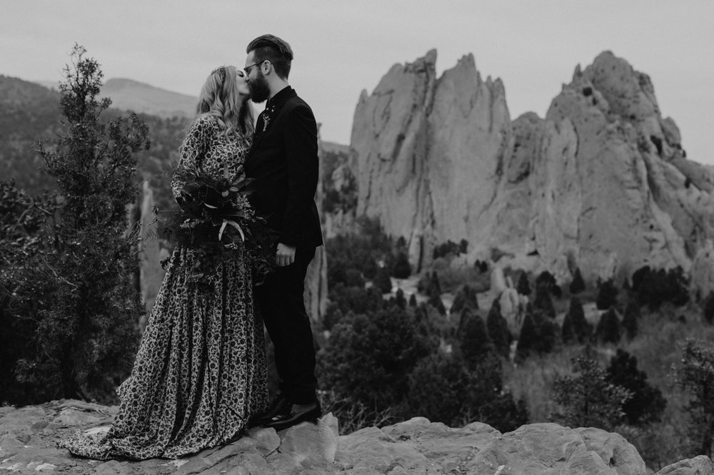 garden-of-the-gods-winter-wedding-jones-max-32.jpg