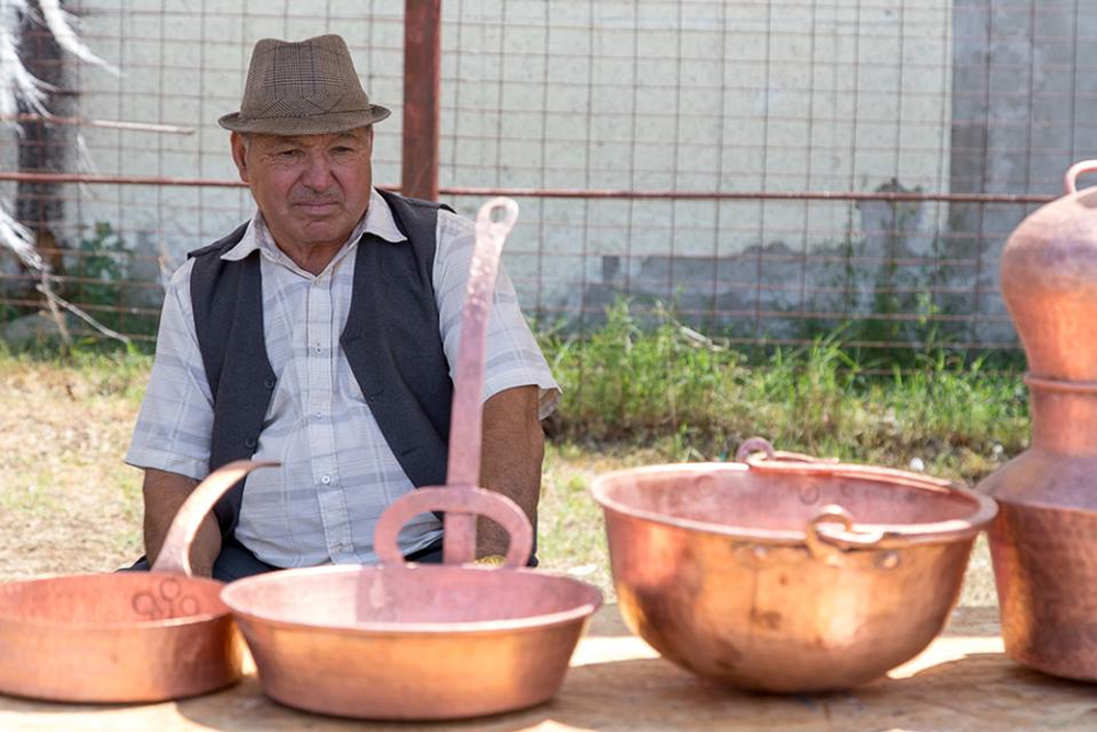 Roma handcraft.jpg