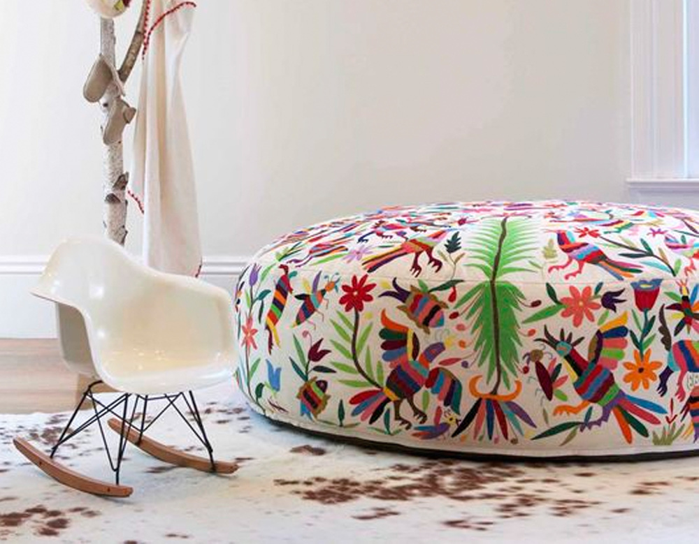 hand-embroidered lounger  Olli