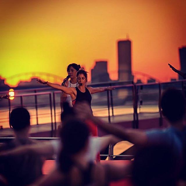 As the sun sets in Seoul, it rises in New York. Back from a long weekend in Korea & teaching tonight's Tuesday 6:15pm @jivamuktinyc #seoulfilled #bestvegantemplefood #thepartykr #missyoualready @lululemonkr @rockthecasgar @yssyoo @kissrealslow @vihabhav @katie_jungeun @micronic @sey521