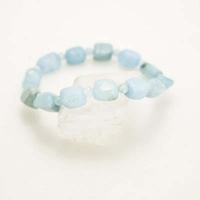 aquamarine stretch bracelet (1).jpg
