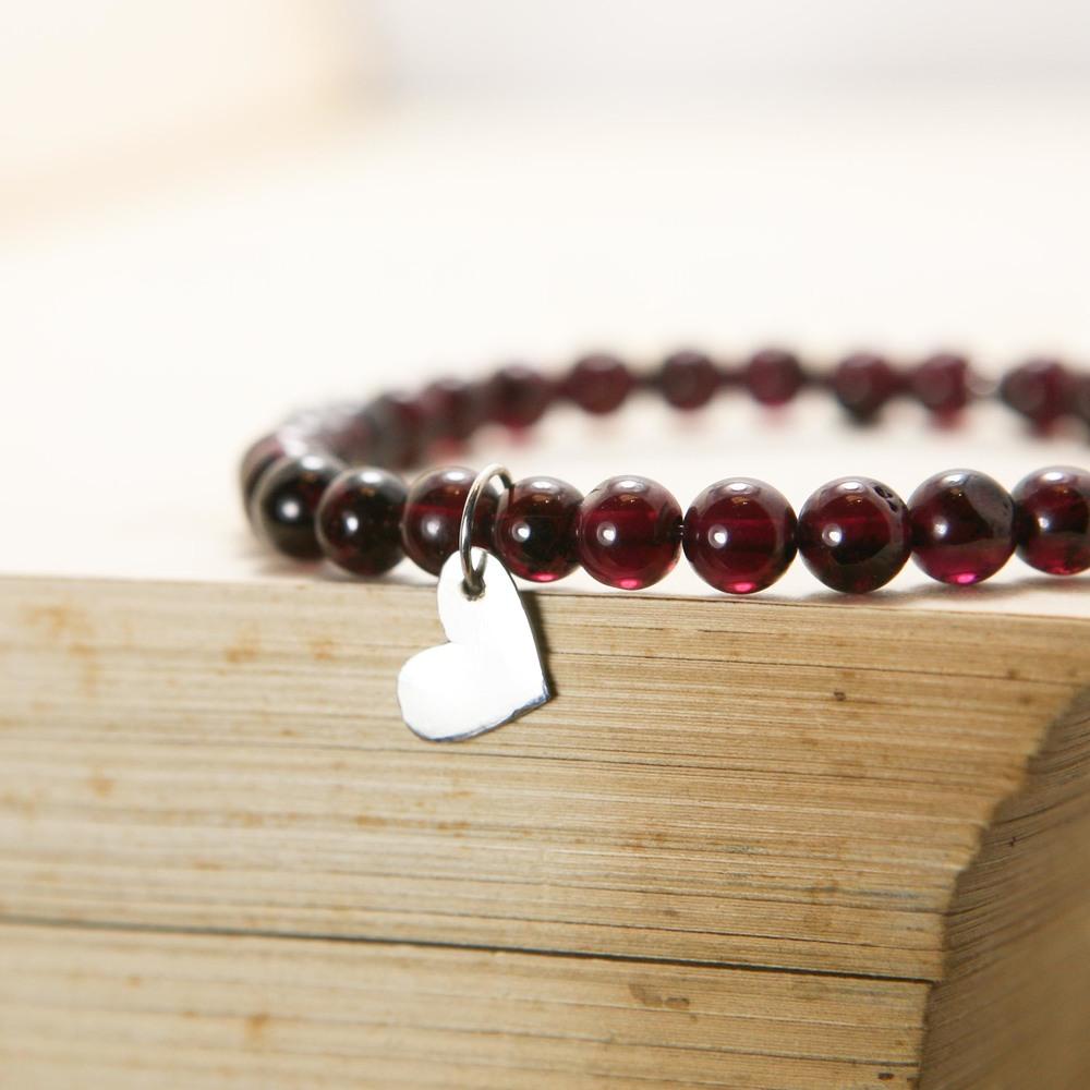 stretch bracelet_garnet silver heart-1.jpg